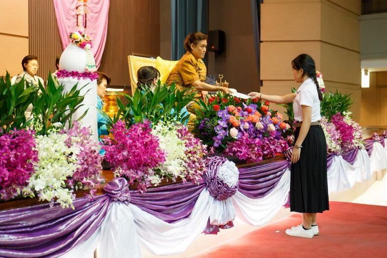 นิสิตสาขาวิชาภาษาฝรั่งเศส คณะศิลปศาสตร์ มหาวิทยาลัยพะเยา ได้รับพระราชทานรางวัลจากสมเด็จพระกนิษฐาธิราชเจ้า กรมสมเด็จพระเทพรัตนราชสุดาฯ สยามบรมราชกุมารี