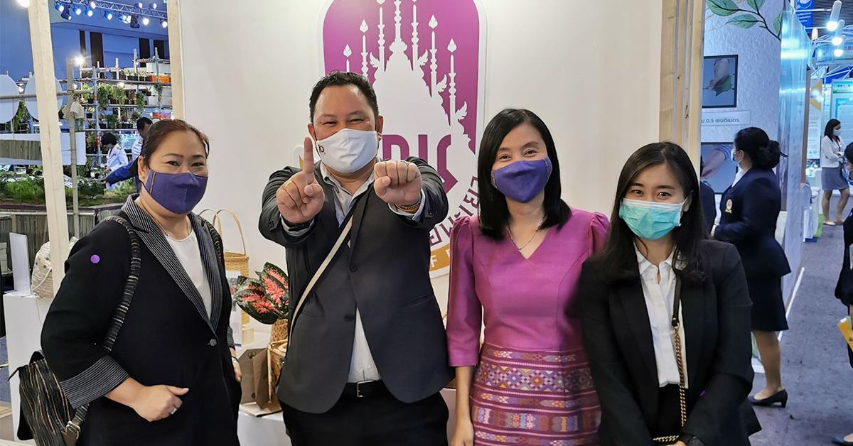 บุคลากรคณะวิทยาการจัดการและสารสนเทศศาสตร์ มหาวิทยาลัยพะเยา ร่วมงานมหกรรมวิจัยแห่งชาติ 2563 (Thailand Research Expo 2020) ณ โรงแรมเช็นทาราแกรนด์ และบางกอกคอนเวนชันเซ็นเตอร์ เซ็นทรัลเวิลด์ กรุงเทพมหานคร