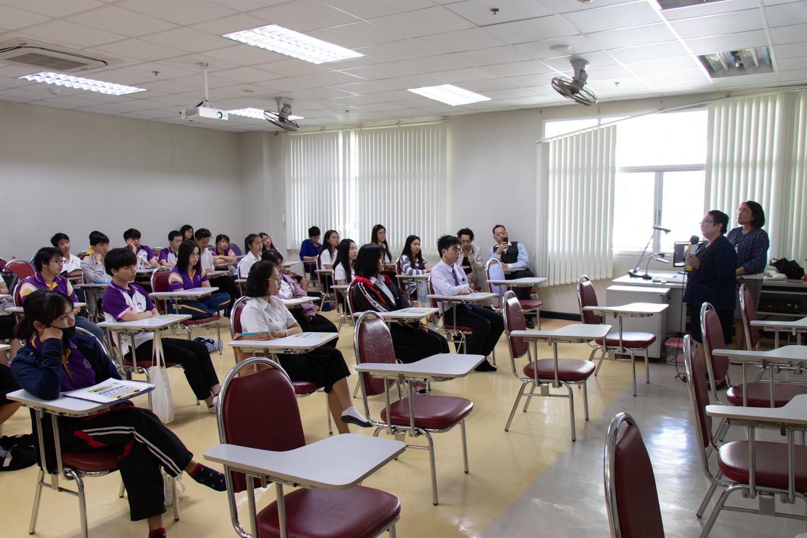 """สาขาวิชาภาษาญี่ปุ่น,คณะศิลปศาสตร์,ให้การต้อนรับศูนย์พัฒนาการด้านสุขภาพแบบองค์รวม,,มหาวิทยาลัยฟาร์อีสเทอร์น,และร่วมโครงการ,""""ประกาศนียบัตร,ดูแลผู้สูงอายุ,420,ชั่วโมง"""""""