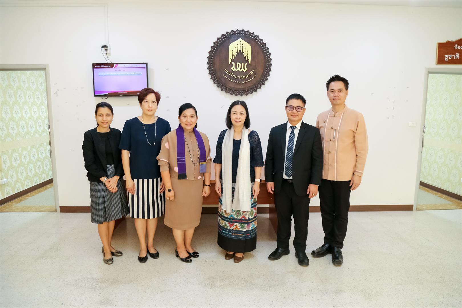 มหาวิทยาลัยพะเยา ต้อนรับคณะกรรมการดำเนินโครงการพระราชทานความช่วยเหลือแก่ราชอาณาจักรกัมพูชา (ด้านการศึกษา) ในโอกาสมาเยี่ยมเยือนนักเรียนทุนพระราชทาน ฯ