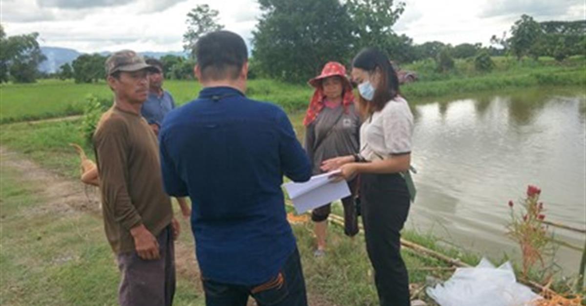 """คณะเกษตรศาสตร์ฯ ลงพื้นที่มอบปลาให้กับเกษตรกรผู้เข้าร่วมโครงการ """" นวัตกรรมการเลี้ยงปลาขนาดเล็กที่เสริมโอเมก้า-3 """""""