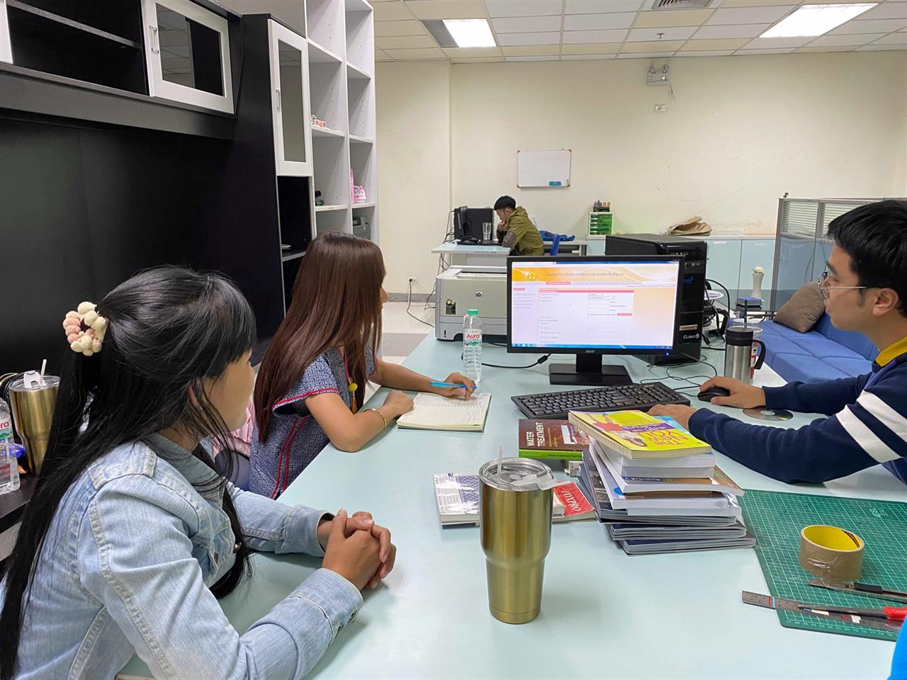 ให้ความรู้ด้านงานเทคนิคห้องสมุดและการบริการทรัพยากรสารสนเทศให้กับครูบรรณารักษ์