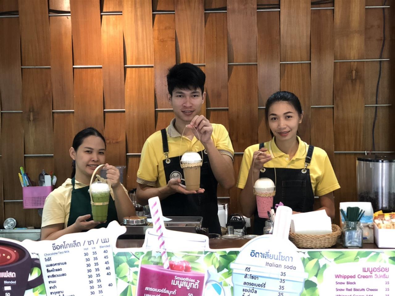 ร้านกาแฟ ม.พะเยา ผุดไอเดีย ใช้หูหิ้วไม้ไผ่ ลดการใช้พลาสติกในมหาวิทยาลัย