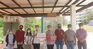 ม.พะเยา รับมอบ ตู้ตรวจเชื้อ SWAB TEST จาก ม.เชียงใหม่ ในการตรวจเชื้อ COVID-19 ให้กับโรงพยาบาลสนามจังหวัดพะเยา ณ โรงพยาบาลมหาวิทยาลัยพะเยา