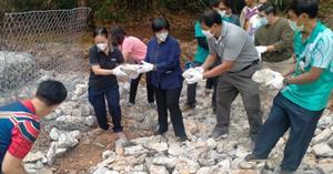 ม.พะเยา สร้างฝายชะลอน้ำด้วยหินแบบง่ายฟื้นฟูสภาพพื้นที่ป่าไม้ และพื้นที่อนุรักษ์นกยูงไทย  </a><div style=