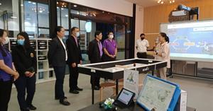 คณะวิทยาศาสตร์ โดยรองศาสตราจารย์ ดร.ชยันต์ บุณยรักษ์ คณบดี นำทีมคณาจารย์และนักวิทยาศาสตร์ เข้าเยี่ยมชมพิพิธภัณฑ์เทคโนโลยีสารสนเทศ ณ องค์การพิพิธภัณฑ์วิทยาศาสตร์แห่งชาติ (อพวช.)