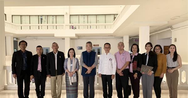 มหาวิทยาลัยพะเยา ให้การต้อนรับ ที่ปรึกษากองงานในพระองค์สมเด็จพระกนิษฐาธิราชเจ้า กรมสมเด็จพระเทพ รัตนราชสุดาฯ สยามบรมราชกุมารี พร้อมด้วย นายทหาร ราชองครักษ์พิเศษในพระบาทสมเด็จพระเจ้าอยู่หัว ในการศึกษาดูงาน ณ ศูนย์ศึกษาเศรษฐกิจพอเพียงการเกษตรและความอยู่รอดของมนุษยชาติ มหาวิทยาลัยพะเยา