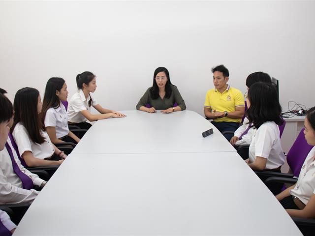 นิสิตสาขาวิชาภาษาญี่ปุ่น,คณะศิลปศาสตร์,เข้ารับสัมภาษณ์เพื่อคัดเลือกไปสหกิจต่างประเทศผ่านโปรแกรมสไกป์