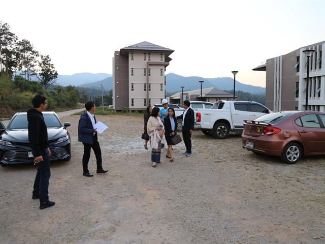 อธิการบดีมหาวิทยาลัยพะเยา ลงพื้นที่ตรวจอาคารหอพักศรีตรัง
