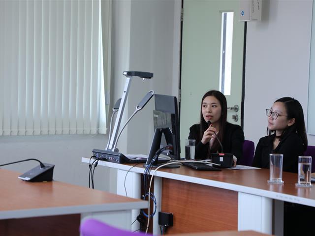 บุคลากรคณะทันตแพทยศาสตร์ มหาวิทยาลัยพะเยา ร่วมรับฟังการประชาสัมพันธ์สิทธิการรักษาพยาบาลในระบบหลักประกันสุขภาพแห่งชาติและระบบประกันสังคม ของศูนย์การแพทย์และโรงพยาบาลมหาวิทยาลัยพะเยา