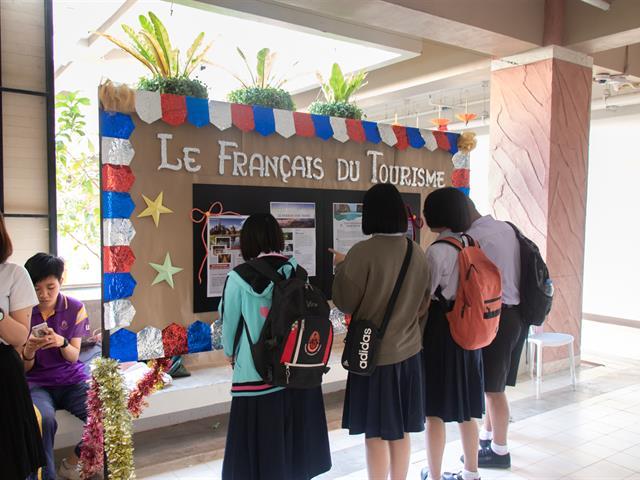 """คณะศิลปศาสตร์ สาขาวิชาภาษาฝรั่งเศส จัดโครงการ """"นิทรรศการภาษาและวัฒนธรรมฝรั่งเศส"""""""