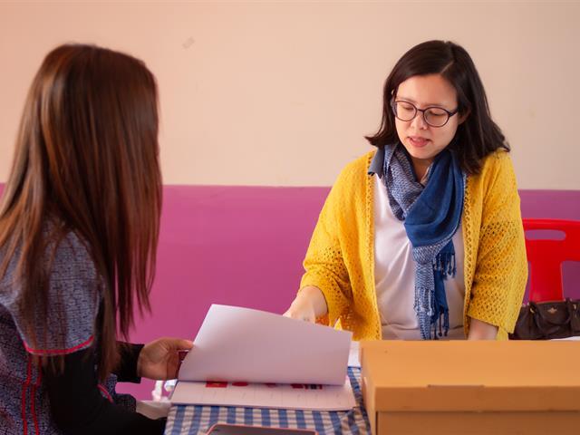 ทีมนักวิจัยคณะศิลปศาสตร์และทีมนักวิจัย Unit of Excellence ด้านภาษาอังกฤษ ลงพื้นที่เพื่อเก็บข้อมูลวิจัยเพื่อแก้ปัญหาการอ่านออกเสียงภาษาอังกฤษ