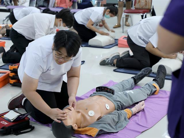 โครงการฝึกอบรมหลักสูตรการช่วยชีวิตขั้นพื้นฐานสำหรับบุคลากรทางการแพทย์