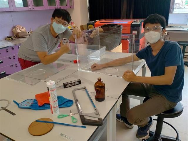 มหาวิทยาลัยพะเยาร่วมกับ สวทช.ภาคเหนือ ผลิต Aerosol Box กล่องป้องกันเชื้อฟุ้งกระจาย เกราะคุ้มภัยให้คุณหมอ