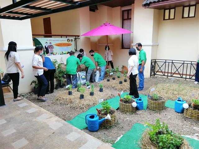 """คณะเกษตรศาสตร์และทรัพยากรธรรมชาติ มหาวิทยาลัยพะเยา ร่วมสนับสนุนมอบเมล็ดพันธุ์พืชผักสวนครัว ในโครงการ """"ปลูกผักสวนครัวเพื่อสร้างความมั่นคงทางอาหารในภาวะวิกฤต การแพร่ระบาดของเชื้อไวรัสโคโรนา 2019"""""""
