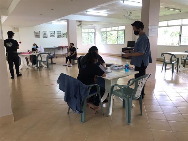 รองอธิการบดีฝ่ายคุณภาพนิสิต มหาวิทยาลัยพะเยา ลงพื้นที่ตรวจเยี่ยมหอพักนิสิตและจุดคัดกรองCOVID-19 ต้อนรับนิสิตรายงานตัวเข้าหอพัก