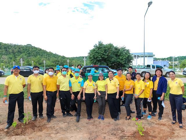 อธิการบดีมหาวิทยาลัยพะเยา นำทีมผู้บริหารปลูกต้นไม้ เนื่องในโอกาสครบรอบ 10 ปี วันสถาปนามหาวิทยาลัยพะเยา