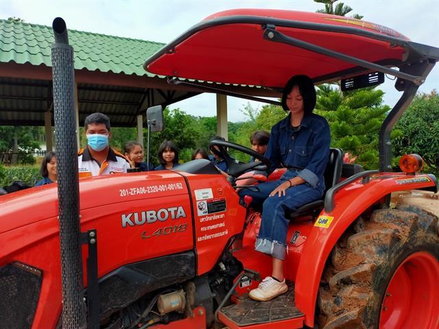 """คณะเกษตรศาสตร์และทรัพยากรธรรมชาติ มหาวิทยาลัยพะเยา จัดฝึกอบรม """" การขับแทรคเตอร์และการใช้บำรุงรักษาตรวจเช็ครถแทรคเตอร์ """""""