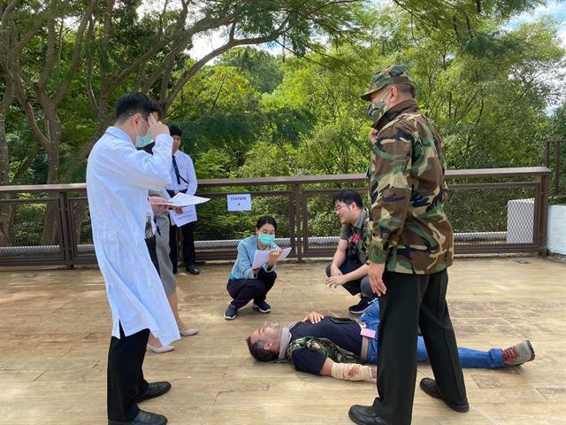 รองคณบดีฝ่ายนวัตกรรมการสอนและพัฒนาคุณภาพนิสิต คณะนิติศาสตร์ มหาวิทยาลัยพะเยา ได้รับเชิญจาก International Committee of Red Cross (ICRC) ให้เข้าร่วมเป็นกรรมการ และผู้สังเกตการณ์ในการแข่งขันการแสดงบทบาทสมมติ และว่าความศาลจำลองเกี่ยวกับกฎหมายมนุษยธรรมระหว่างประเทศ และเข้าร่วมการสัมมนากฎหมายมนุษยธรรมระหว่างประเทศ