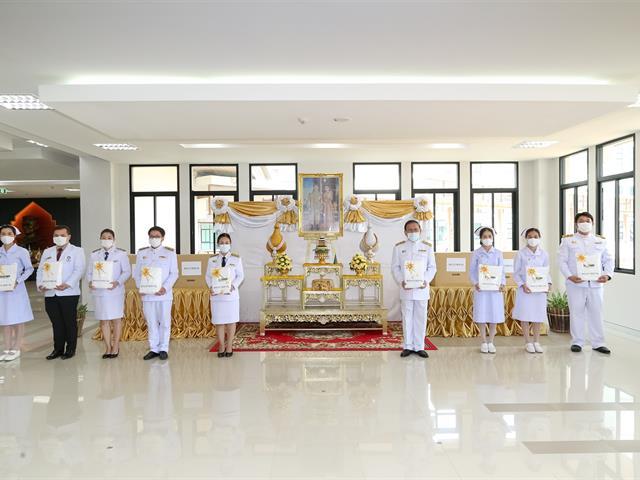 โรงพยาบาลมหาวิทยาลัยพะเยา คณะแพทยศาสตร์  รับมอบอุปกรณ์ทางการแพทย์พระราชทาน