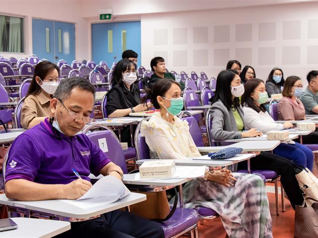 คณะศิลปศาสตร์ จัดโครงการปฐมนิเทศอาจารย์ใหม่และอบรมกรอบมาตรฐานวิชาชีพ UP-PSF ระดับที่ 1 กิจกรรมที่ 4 การพัฒนาการสอนและการวิจัย