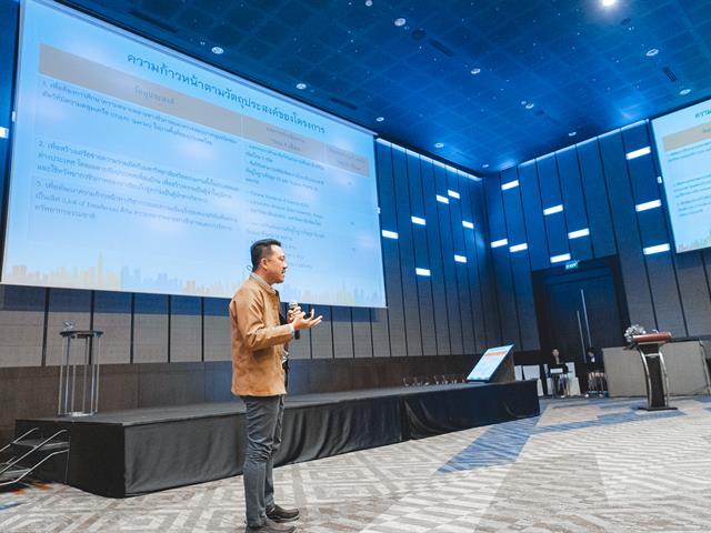 ศาสตราจารย์ ดร.ณรงฤทธิ์ สมบัติสมภพ หัวหน้าศูนย์ดัชนีการอ้างอิงวารสารไทย (TCI) มหาวิทยาลัยเทคโนลยีพระจอมเกล้าธนบุรี บรรยาย Techniques, Tips and Ethics for Research Publications เพื่อมาร่วมแชร์ประสบการและแนะนำเทคนิคด้านการตีพิมพ์ในระดับนานาชาติให้กับนักวิจัยที่เข้าร่วมโครงการ ทั้งนี้ได้รับเกียรติจากอธิการบดีในการเป็นประธานเปิดงาน รวมไปถึงให้นโยบายและวางเป้าหมายของมหาวิทยาลัยสู่ระดับสากล