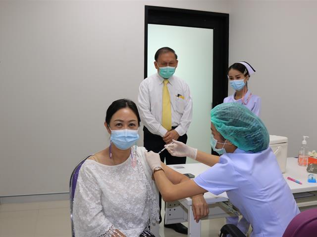ฉีดวัคซีนโควิด