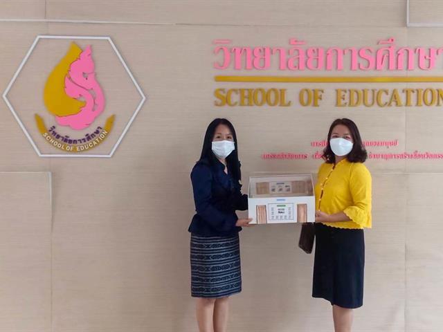 วิทยาลัยการศึกษา บริจาคสื่อการเรียนการสอนให้กับโรงเรียนผาแดงวิทยา  และ โรงเรียนเทศบาล 2 (แม่ต๋ำดรุณเวทย์)